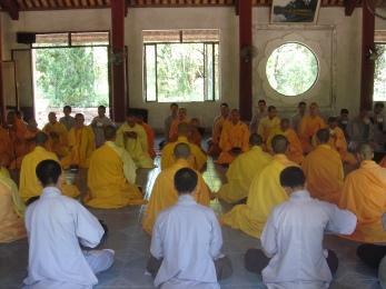 pagoda bouddhiste et dejeuner avant la priere
