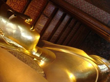 Wat Pho, le Sleeping Buddha, reposant en paix, 46m sur 15m